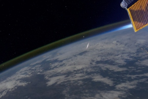 A meteor photographed burning up in the atmosphere in August 2011 by an astronaut aboard the ISS. Cerdit: ESA