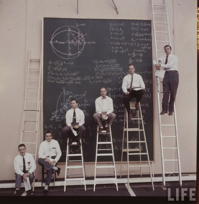"""There are no """"calculations"""" in that board, just reference equations. By NASA. http://rarehistoricalphotos.com/nasa-scientists-board-calculations-1961/"""