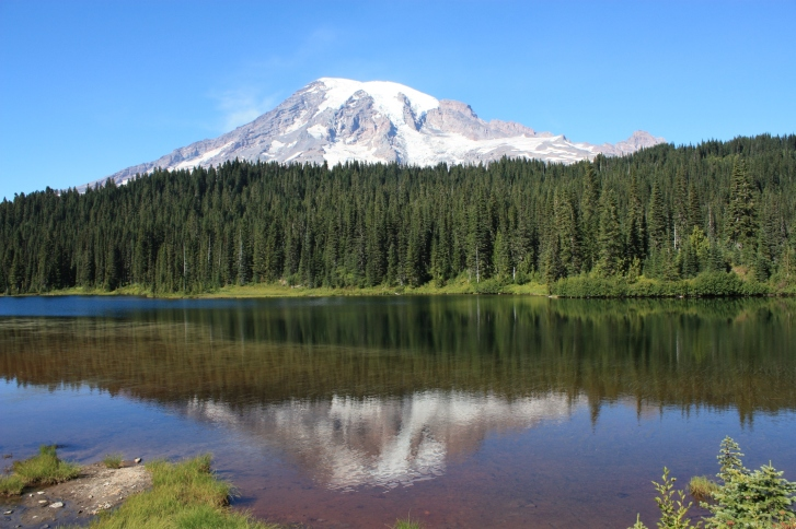 The mountain with and without a name. Source: https://upload.wikimedia.org/wikipedia/commons/9/90/Mt._Rainer-Reflection_Lake.JPG